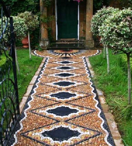 Дорожеи должны сочетаться со стилем сада и дома
