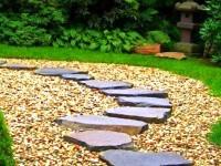 Дорожки в саду из камня