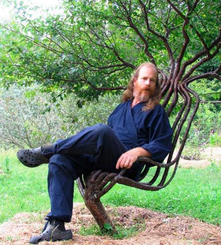 Знаменитое кресло из сросшихся стволов